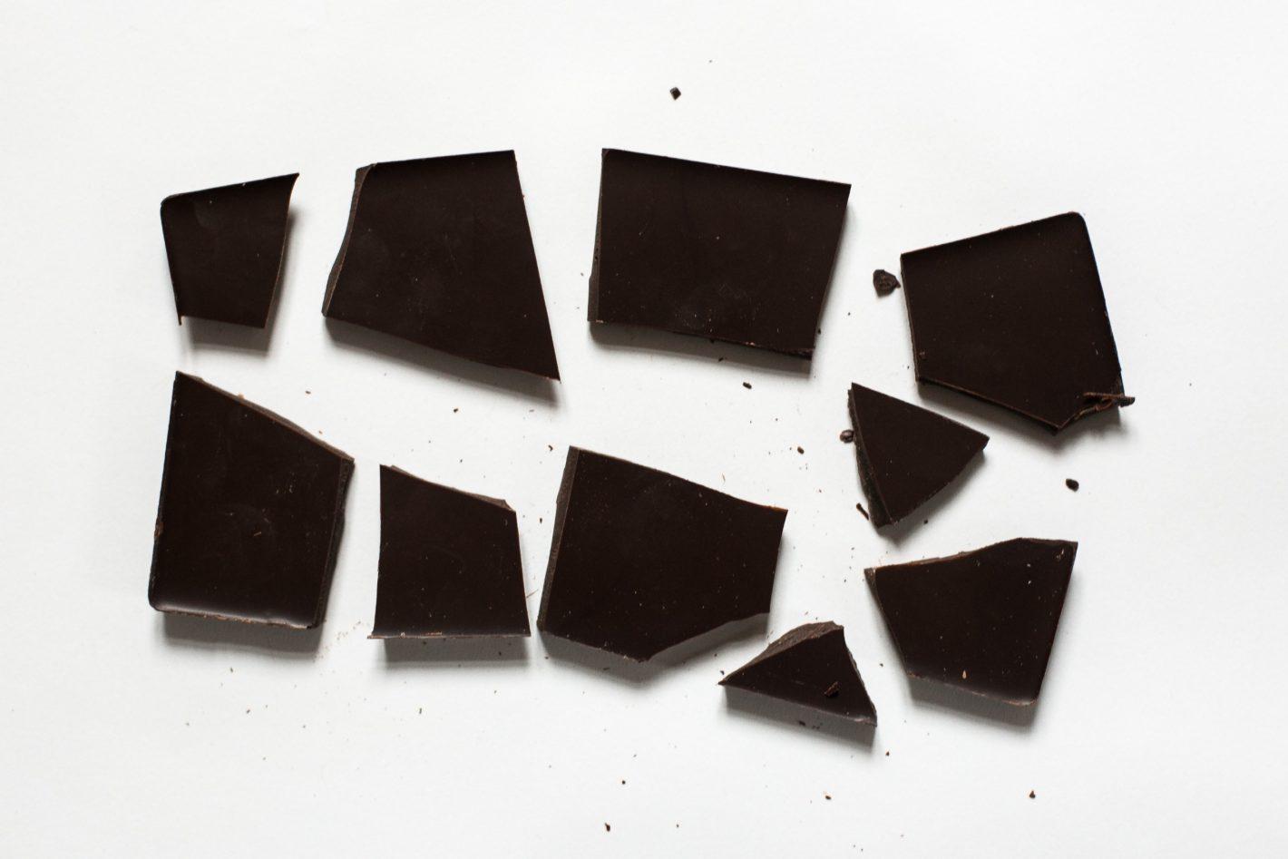 Tafel Schokolade in Stücken.